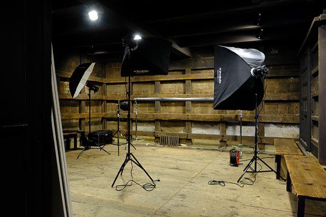 Profotoのモノブロックストロボを使った撮影デモが行われるスペース