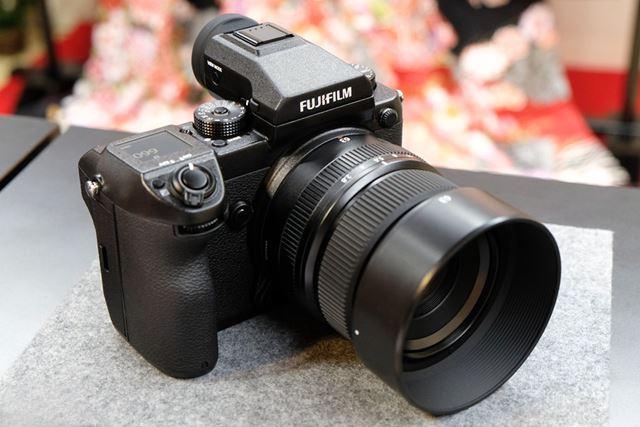 標準レンズ「FUJINON GF63mmF2.8 R WR」を装着したGFX 50S