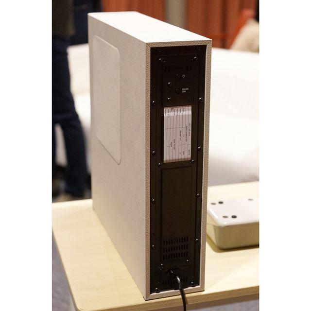 HT-MT500とは異なり、サブウーハーの電源ケーブルは固定式