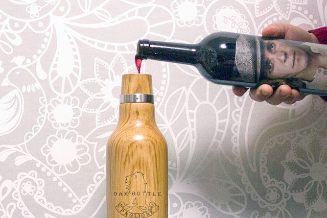 どくどくと注ぐワインは血液色。きりりとした酸味のある香りが広がる