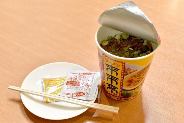 来来亭のコラボカップ麺を作っていきましょう!