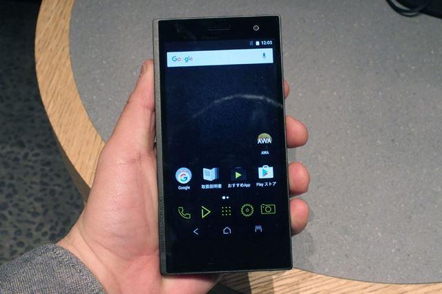 オンキヨーブランド初のスマートフォンとなるDP-CMX1。発売は2月下旬予定