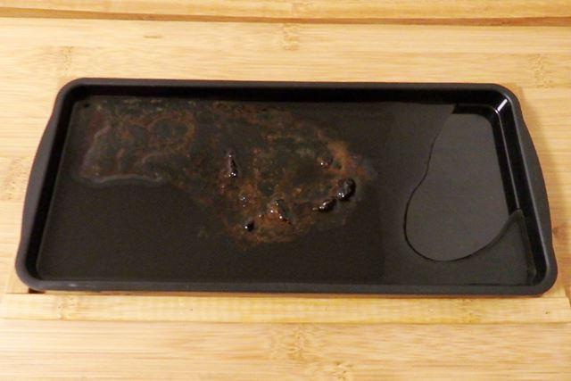 食材から流れでた油を受けるトレーは、普通に洗ってかまいません