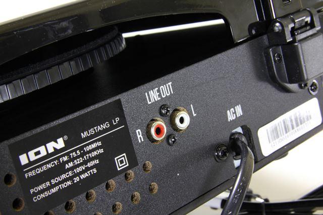 本体背面にはRCAアナログ出力を装備しており、ホームオーディオシステムとの連携も可能だ