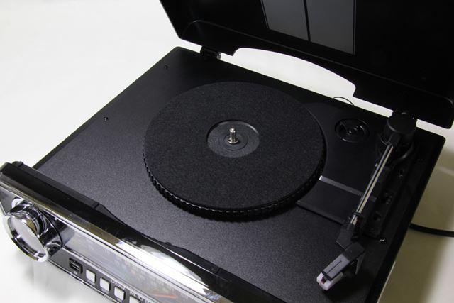 レコードプレーヤー部はベルトドライブ式で、回転数は33/45/78回転に対応