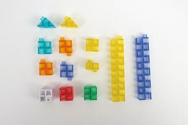 KOOVのカラーブロック。形状のことなる7種類のパーツの組み合わせて、さまざまなロボットを造形する
