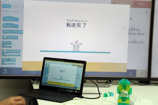 専用アプリで作ったプログラミングは、USBやBluetooth通信を使ってKOOVコアに転送する