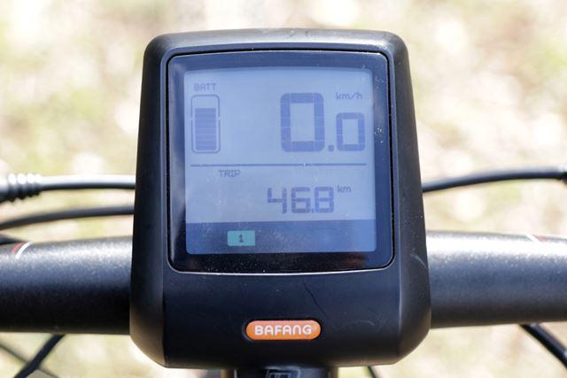 バッテリー残量やアシストレベル、走行速度などは液晶モニターで確認できる