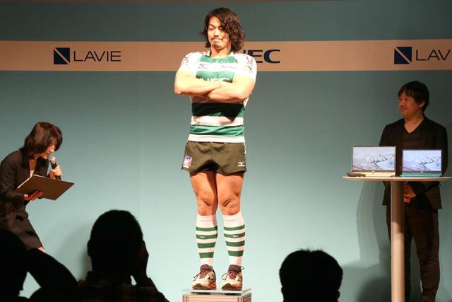 NECグリーンロケッツの山田龍之介選手(体重108kg!)がのっても問題なく動作した