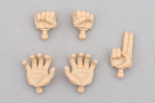 ハンドパーツです。「拳」(上)、「かめはめ波」(下)、「瞬間移動」(右)の3種類が付属しています