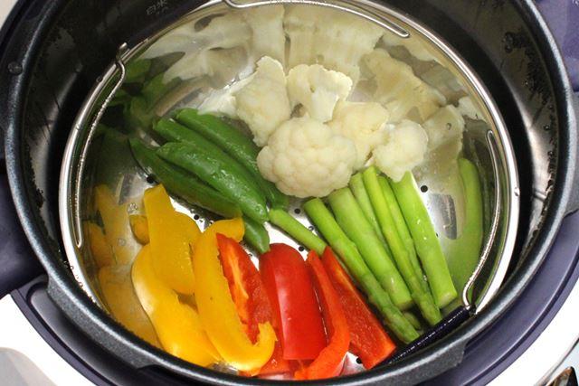 なんと、野菜はたった1分で蒸しあがります。この時短っぷりには感動