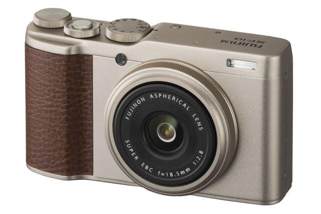 28mm単焦点レンズを搭載する富士フイルム「XF10」