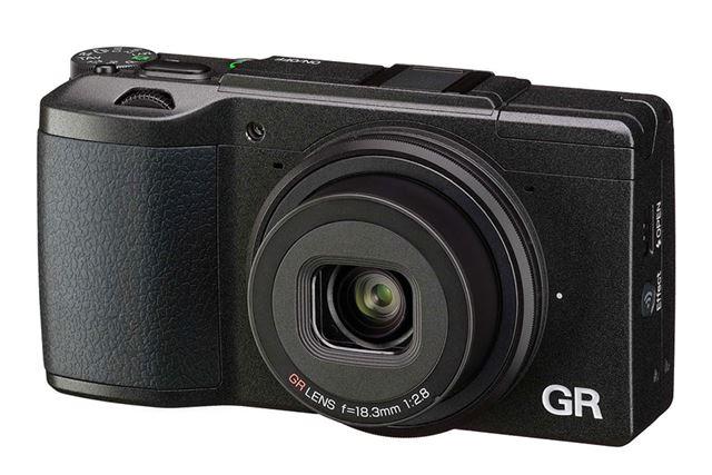 フィルムカメラ時代から長い歴史を持つリコー「GR II」