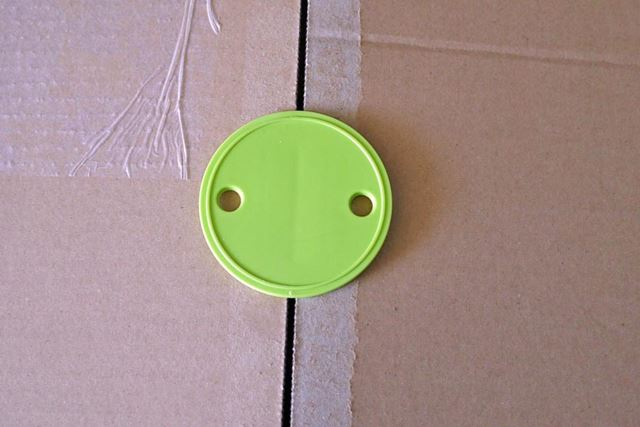 ボタンのように見えますが、これでしっかりクリップしています