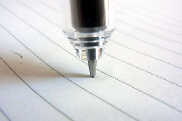 """バネの力でペン先が""""モグ""""ってくれます。だから芯が折れない!!"""