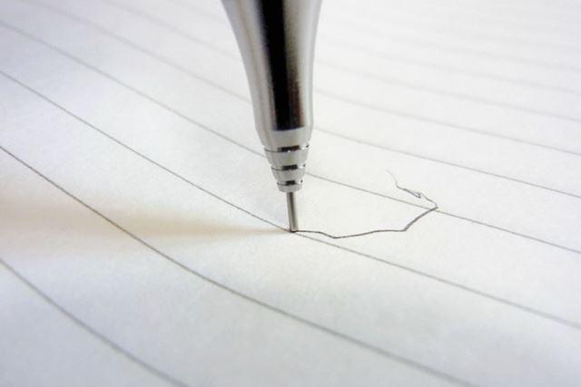 毎度ながら、芯が見えないこの状態でなぜ文字が書けるのか不思議?