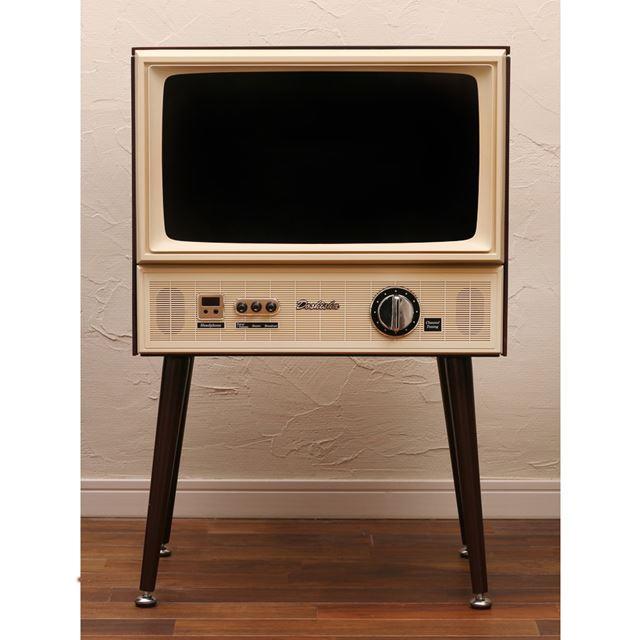 正面から見るとこういう感じ。これが最新の液晶テレビとは思えません