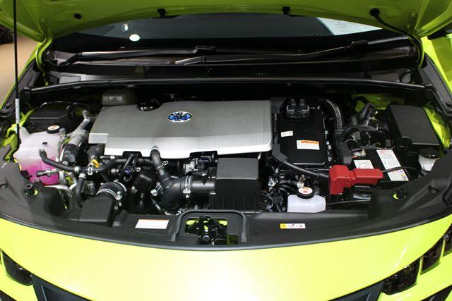 1.8リッターの2ZR-FXEエンジンは、プリウスと共通。単体でも高い効率を誇る