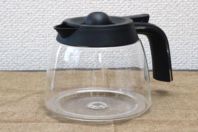 抽出したコーヒーを溜めておくガラスジャグには、最大6杯分までの目盛りが付いています