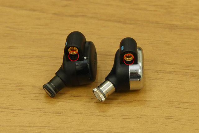 左のユニットが「N30」で、右のユニットが「N40」。赤丸で囲んだ部分の加工が若干異なっていることがわかる