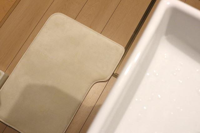 アラームをセットして、洗面台の下に設置