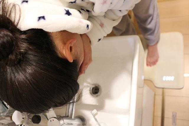 「ニドネン」に乗りつつすぐ顔を洗うと、だいぶ目が覚める