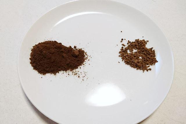 粒の大きさを普通のインスタントコーヒーと比較してみました