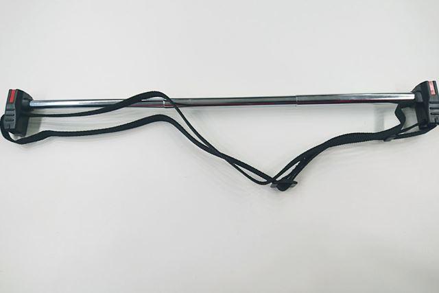 金属のポール部分も黒いナイロン部分もサイズ調整可能