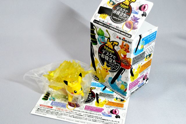 箱の中身。ポケモンの小さなフィギュアが入っています。何が入っているかは開けてみないとわかりません