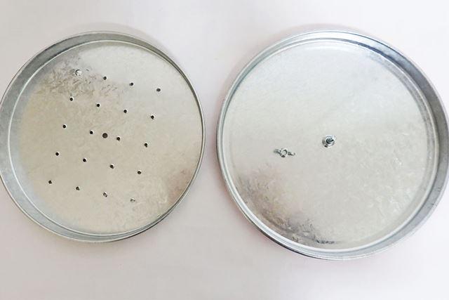 ネジ部分を外すと分解可能。中に乾燥材や防虫剤などを入れて保存ができます