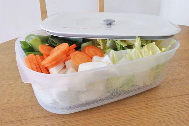 白菜やキャベツなど大きな野菜をカットして入れておけば、水を切りながら冷蔵庫で保存ができます