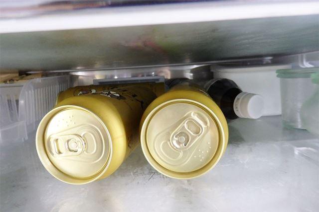 缶やペットボトルが転がってなんとなく奥行きを生かしきれていなかった状態の元の冷蔵庫