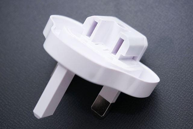 これらの変換プラグの背面には、Aタイプのプラグが接続できるようになっています