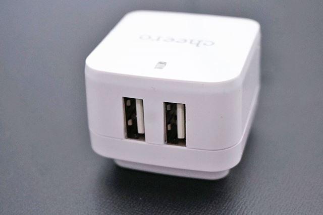 USBコネクタが2つ。1ポートで最大2.4アンペアまで出力できるのでiPadも充電可能です