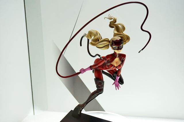 彩色も造型もすばらしくて目を奪われたのは、AMAKUNIの「高巻杏 怪盗Ver.」
