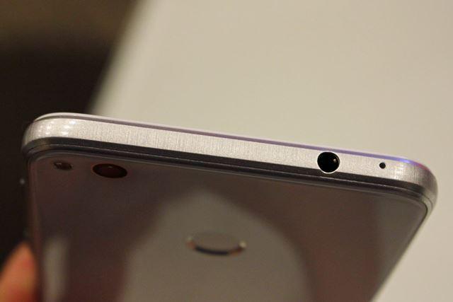 ヘッドホン端子は上面に配置。「DTS Headphone:X」には対応していない