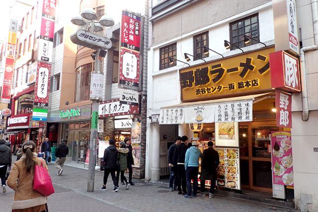渋谷センター街のど真ん中に店舗を構える「野郎ラーメン 渋谷センター街 総本店」