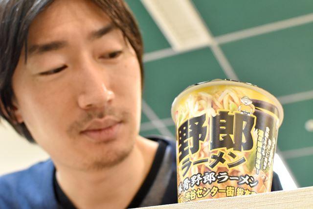 下心を持って渋谷店に同行した編集部員Y氏も、興味津々のようす