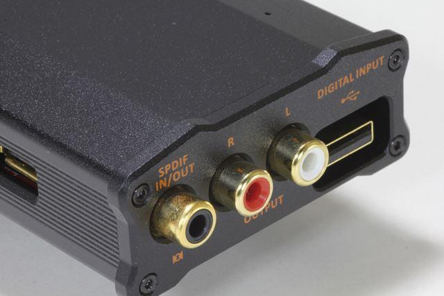 リアパネルのインターフェイス。USBデジタル入力にUSB Aのオス端子を採用しているのはかなり貴重だ