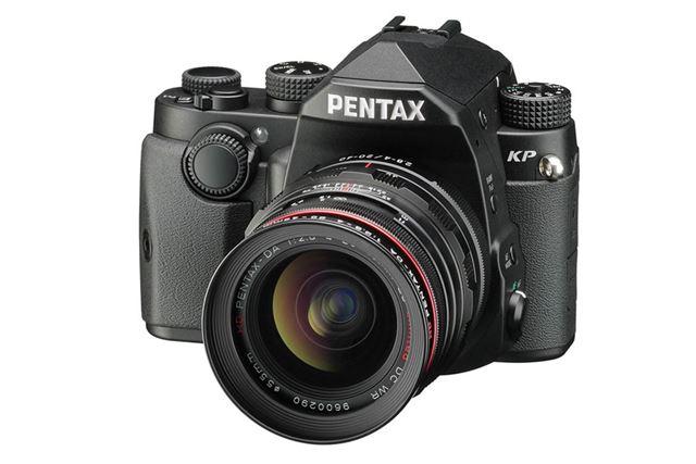 超高感度性能などのすぐれた性能を持つ中級機、リコー「PENTAX KP」