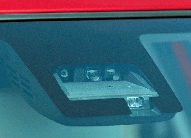 単眼カメラとレーザーレーダーを使った運転支援システムも一部のグレードに用意されている