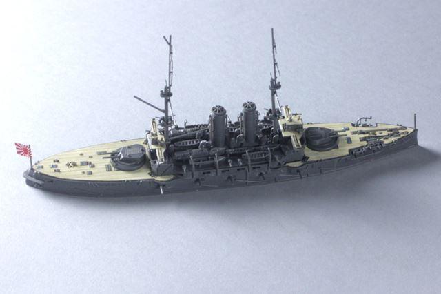 「1:700スケール ウォーターライン 日本海軍 戦艦 三笠」(ハセガワ)。価格は2,600円(税別)。