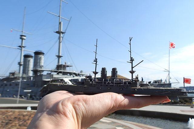 本物と比べてみました! 軍艦旗、マスト、煙突なども含め全体的に再現度高い