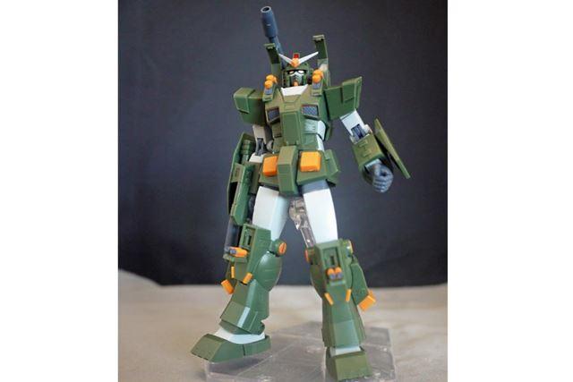 肩部分や膝部分の装甲がオープン。ミサイル発射口が再現されます