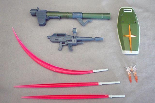 ビームライフルなどの武装も付属しています