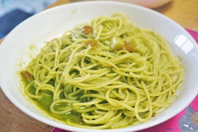 色合いも鮮やかで食欲をそそります。細いスパゲッティが合いそうですね