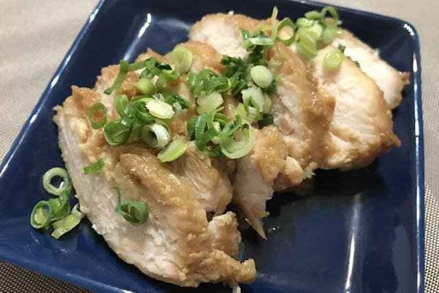 しっとりやわらかで、白米にもお酒にも合う絶品鶏ハムが完成