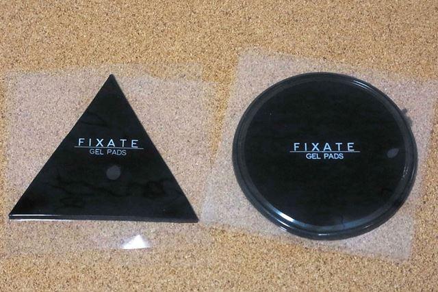 直径8cmの円形と1辺が8cmの正三角形が2枚セットになっています