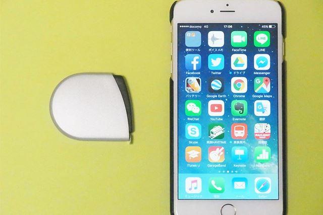 iPhone6 PLUSと並べてみました。大きさは、幅15×奥行き52×高さ49mmとコンパクト