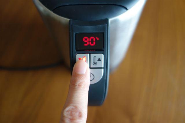 50〜100度の間で5度刻みに設定できます。とりあえずコーヒーがおいしく飲めるといわれる90度に設定